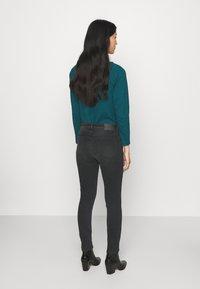 Opus - ELMA SHADOW - Jeans Skinny Fit - soft washed black - 2