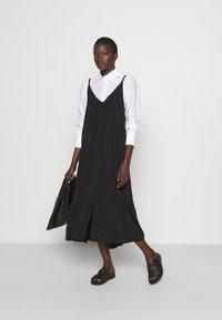 Holzweiler - SVINTEN DRESS - Robe d'été - black - 1