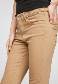 s.Oliver - Denim shorts - sand - 3
