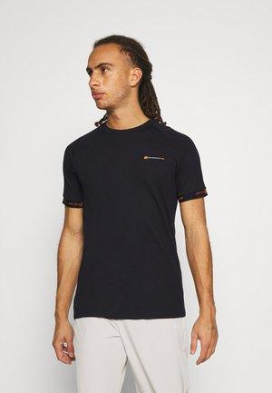 JCOFINN TEE - T-shirt imprimé - black