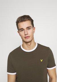 Lyle & Scott - RINGER TEE - Basic T-shirt - trek green/white - 3