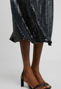 Dorothy Perkins - A-linjekjol - black - 5