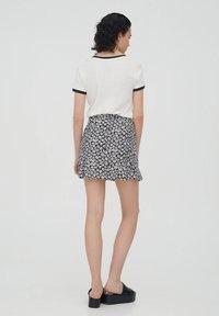 PULL&BEAR - Áčková sukně - black - 2