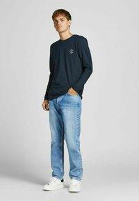 Jack & Jones - BASIC - Pitkähihainen paita - navy blazer - 1