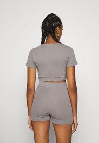 Nly by Nelly - WRAP WAIST MINI SET - Teplákové kalhoty - gray - 2