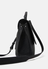 Calvin Klein - Sac à main - black - 3