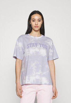 TOVI TEE - Print T-shirt - purple