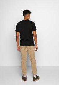 Icebreaker - TECH LITE CREWE QUILL - Print T-shirt - black - 2