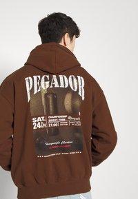 Pegador - EVANDER HOODIE UNISEX - Sweat à capuche - vintage brown - 6