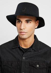 Kangol - TROPIC RAP HAT - Hat - black - 1