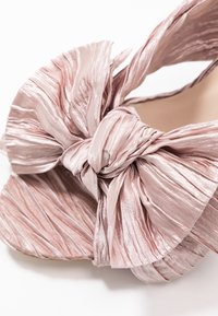 Nly by Nelly - FLIRTY BOW MULE - Mules à talons - pink - 2