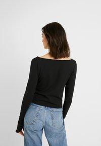NA-KD - Pamela Reif x NA-KD LONG SLEEVE BOAT NECK - Long sleeved top - black - 2