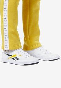 Reebok Classic - CLASSICS VECTOR JOGGER PANTS - Tracksuit bottoms - toxic yellow - 4