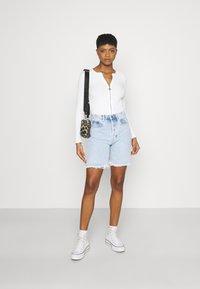 KENDALL + KYLIE - BERMUDA - Shorts di jeans - light wash - 1