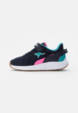 FORT JAG - Sneaker low - dark navy/neon pink