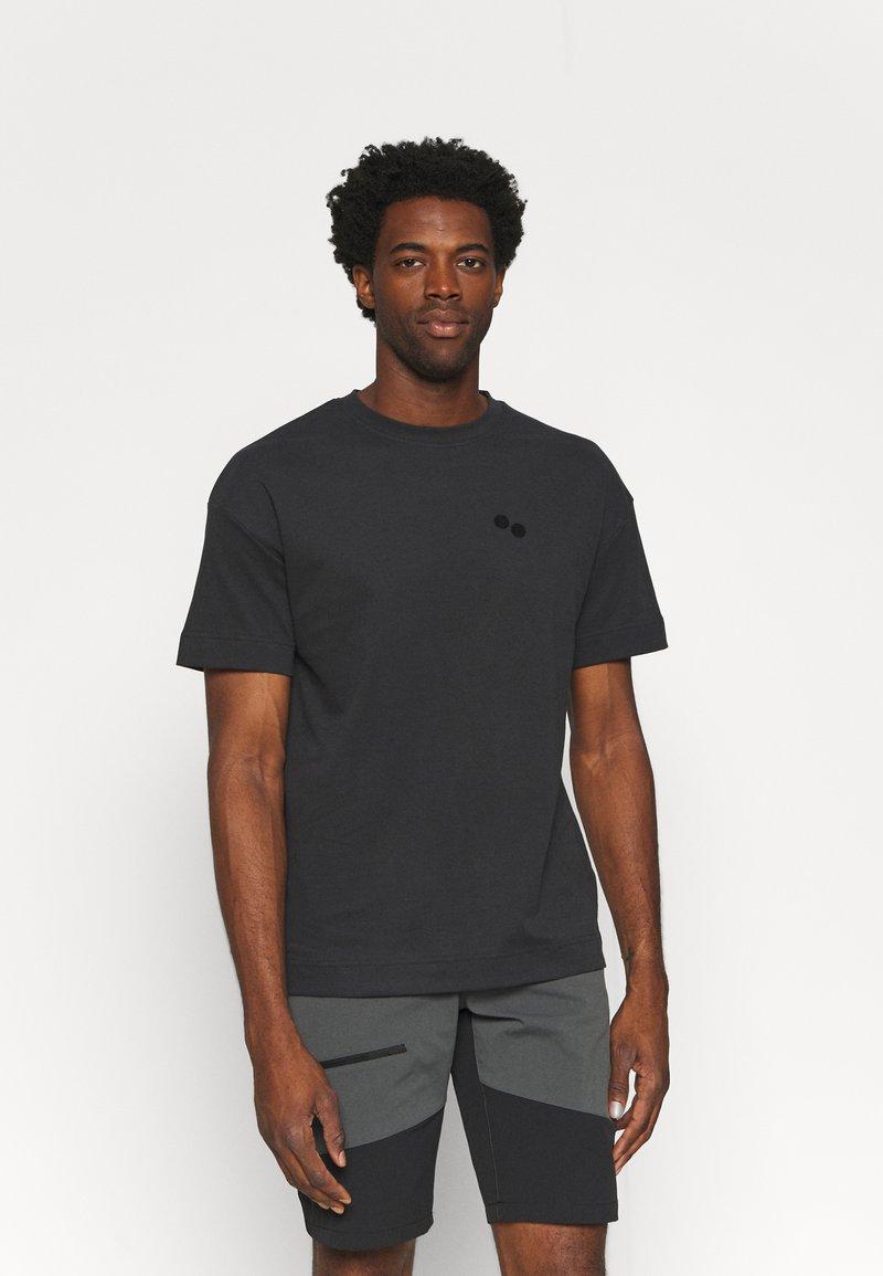 pinqponq - UNISEX - T-shirt basic - peat black