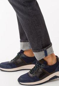 BRAX - STYLE CADIZ - Straight leg jeans - silver sea - 3