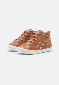 Shoo Pom - KIKKI ZIP LACE - Baby shoes - camel/beige - 1