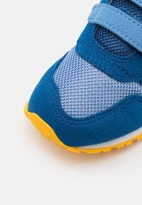 New Balance - IV500TPL - Zapatillas - blue - 5
