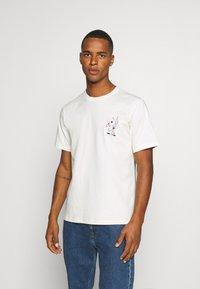 Converse - BUGS BUNNY FASHION TEE - Print T-shirt - egret - 2