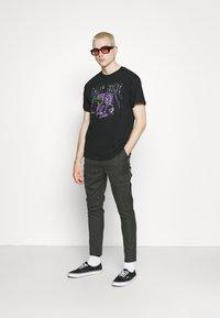 Night Addict - Print T-shirt - black - 1