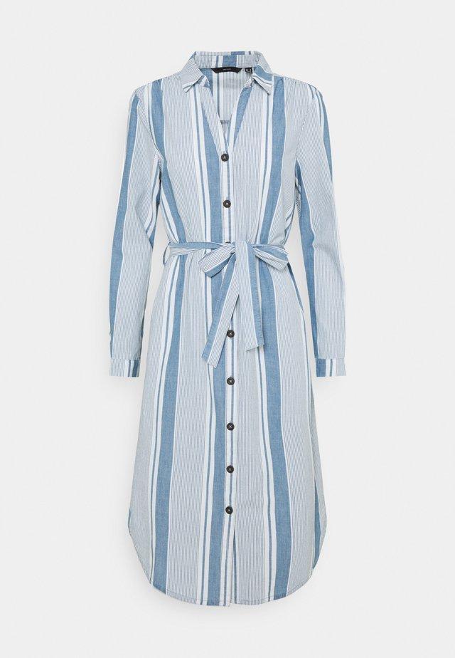 VMAKELA CHAMBRAY LONG SHIRT DRES - Spijkerjurk - light blue denim/white