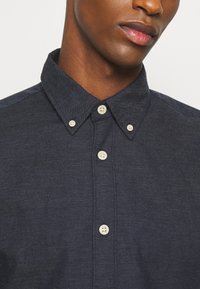 Selected Homme - SLHSLIMHOUSTON CAMP - Shirt - dark sapphire - 5