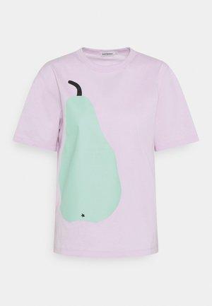KAPINA PÄÄRYNÄ - T-shirt imprimé - light lavender/light green