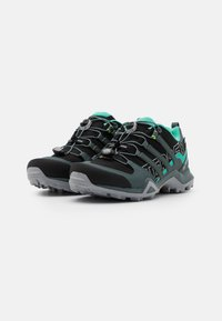 adidas Performance - TERREX SWIFT R2 GORE-TEX - Fjellsko - core black/blue/mint - 1