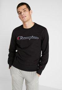 Champion - BIG SCRIPT LOGO CREWNECK - Sweatshirt - new black - 0
