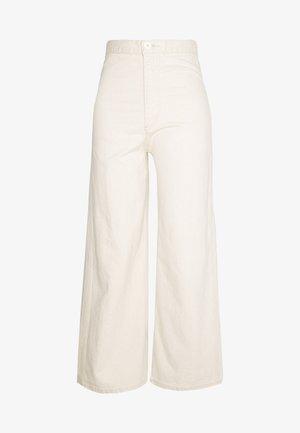 WELLTHREAD RIBCAGE CROP WIDE - Flared Jeans - BREAKING WAVE ECRU HEMP B W