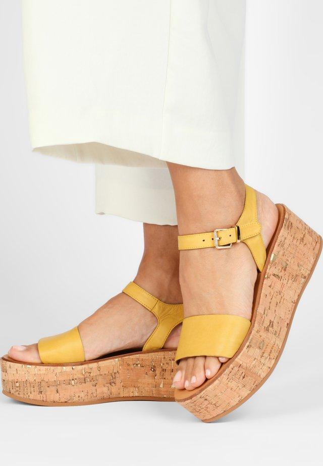 Sandały na platformie - yellow
