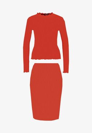 CARLY LETTUCE SET - Pouzdrová sukně - rust