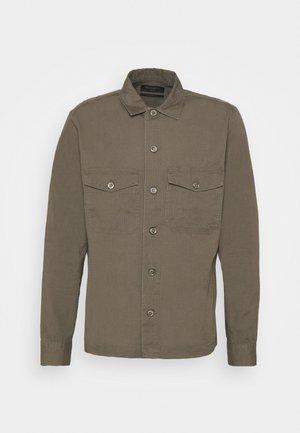 CADRE SHIRT - Overhemd - forest green