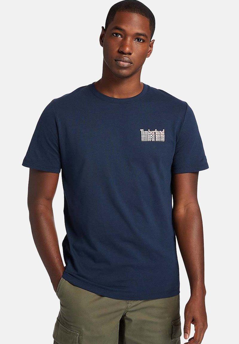 Timberland - STACKED TEE - Print T-shirt - dark sapphire
