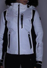 Superdry - SLEEK PISTE SKI JACKET - Ski jacket - white - 8