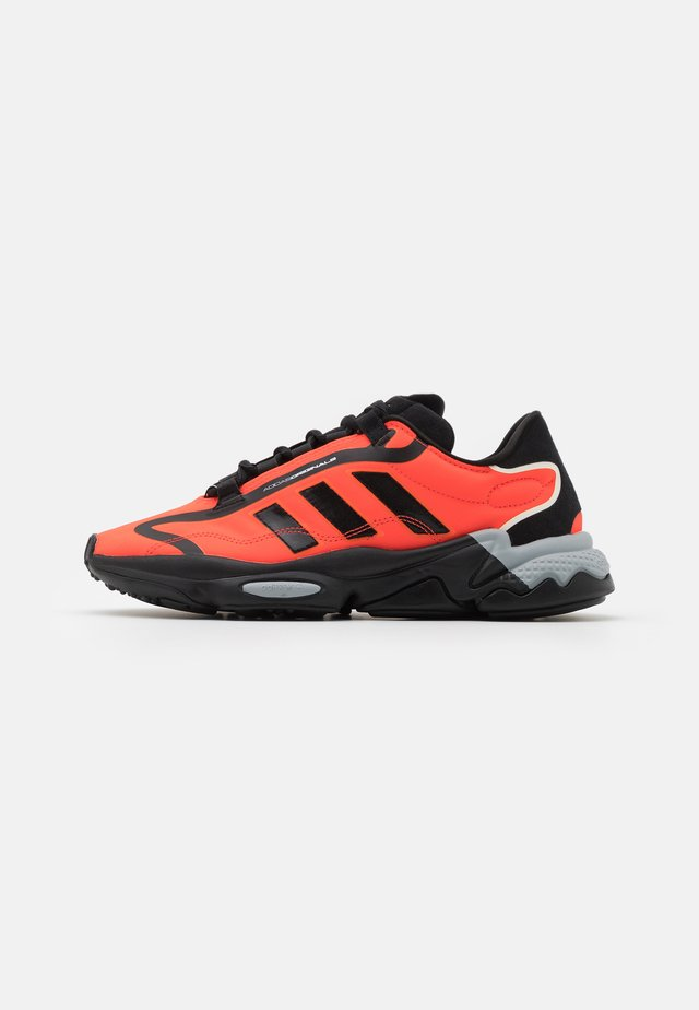 OZWEEGO BIG LOGO UNISEX - Sneakers basse - core black/solar red/grey two