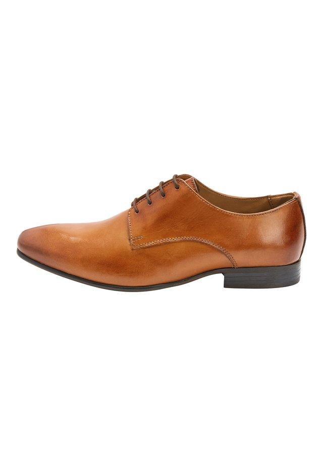 TAN DERBY SHOES - Elegantní šněrovací boty - mottled brown