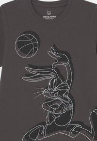 Jack & Jones Junior - T-shirt con stampa - asphalt - 2