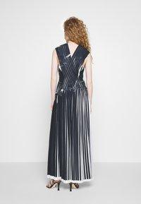 3.1 Phillip Lim - KNIFE PLEATED CROSSOVER DRESS - Maxikjole - black/white - 2