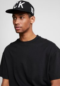 Calvin Klein Jeans - FLAT PEAK  - Casquette - black - 1