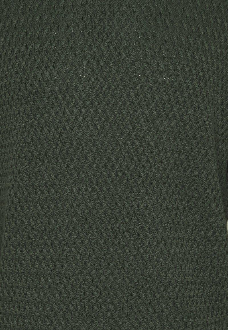 Knowledge Cotton Apparel SMALL DIAMOND - Strickpullover - forrest night/grün SyIFSj