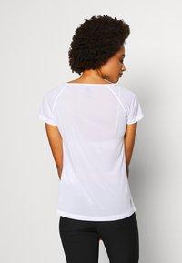 Dare 2B - DEFY TEE - T-shirt med print - white - 2