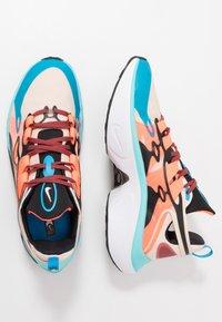 Nike Sportswear - SIGNAL D/MS/X - Sneakers laag - guava ice/light aqua/hyper crimson/blue hero/cedar/black - 2