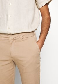 Bruuns Bazaar - DENNIS JOHANSEN PANT - Chino - roasted grey khaki - 3