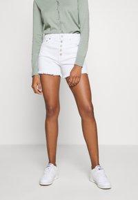 GAP - Denim shorts - optic white - 0