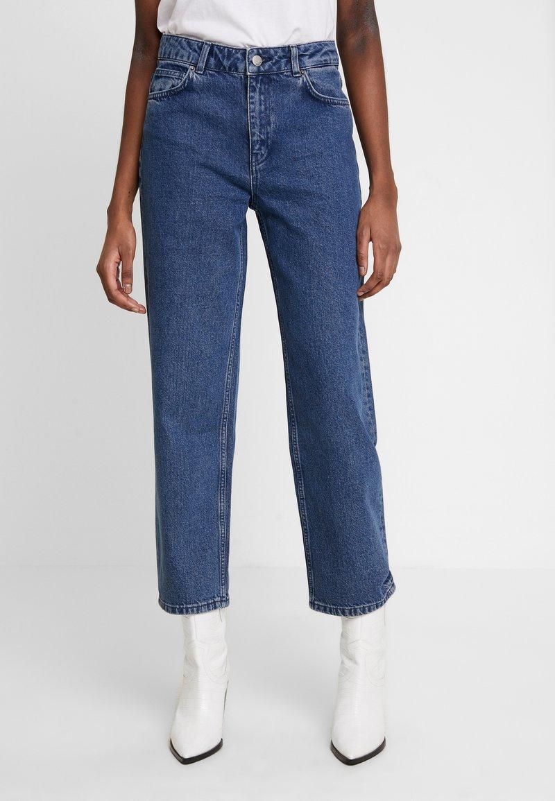 Moss Copenhagen - CRYSTAL - Straight leg jeans - mid blue wash