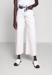 Proenza Schouler White Label - WIDE LEG CROP - Široké džíny - bleached denim - 0