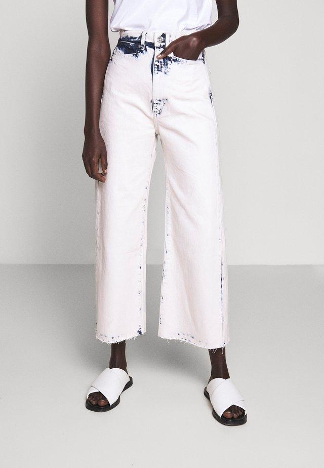 WIDE LEG CROP - Jeans a zampa - bleached denim
