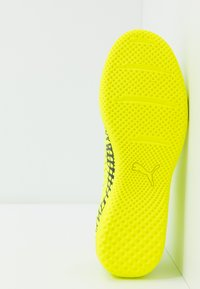 Puma - FUTURE 4.4 IT - Botas de fútbol sin tacos - yellow alert/black - 4